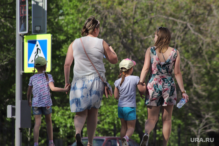 Екатеринбуржцы назвали сумму, которую отложат на будущее детей