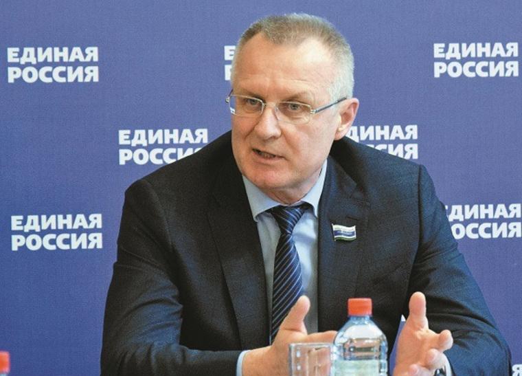 Российские школьники получили сотни тысяч планшетов и ноутбуков