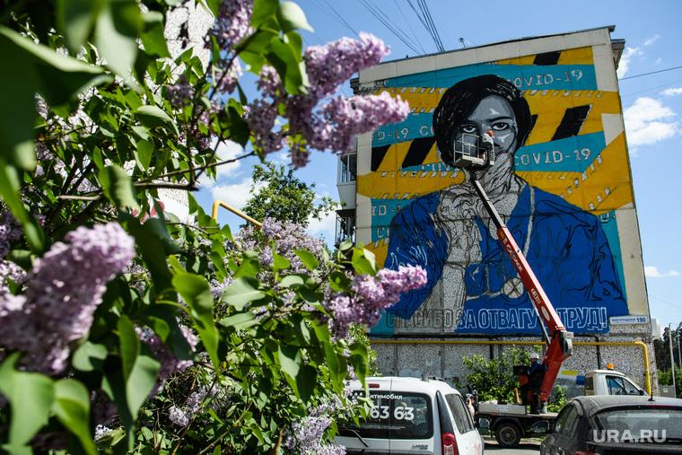 Снимут ли в Екатеринбурге ограничения из-за коронавируса? Три прогноза от URA.RU
