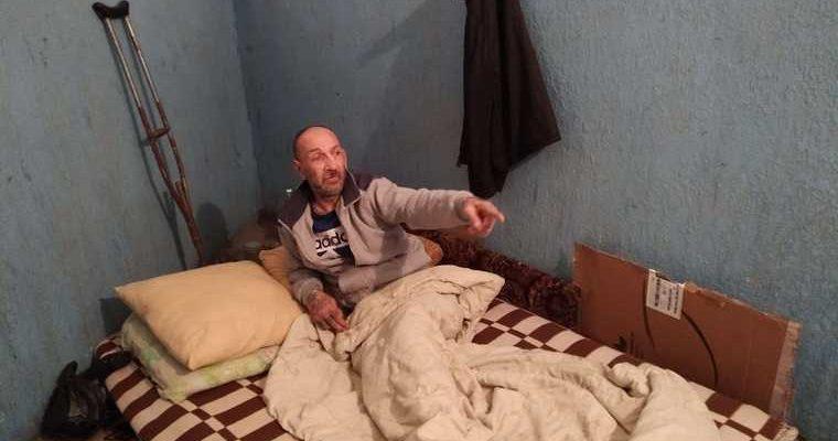 В Тюмени мужчину выселили в подъезд