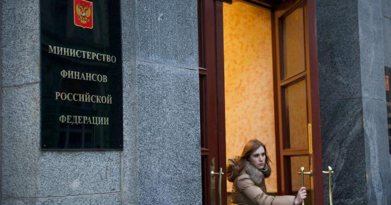 Власти РФ хотят закрыть дыры в бюджете за счет займов у россиян