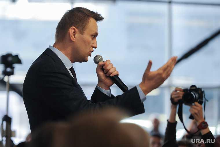 Алексей Навальный встретился с волонтерами своего штаба, выступил на митинге против Томинского ГОК и провел пресс-конференцию для журналистов. Челябинск