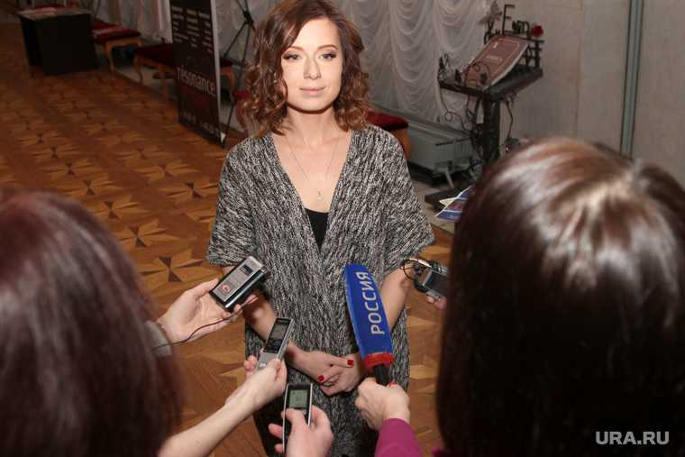 савичева певица поп фото видео купальник