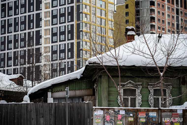 в некоторых регионах РФ россияне долго не могут переехать из ветхого жилья