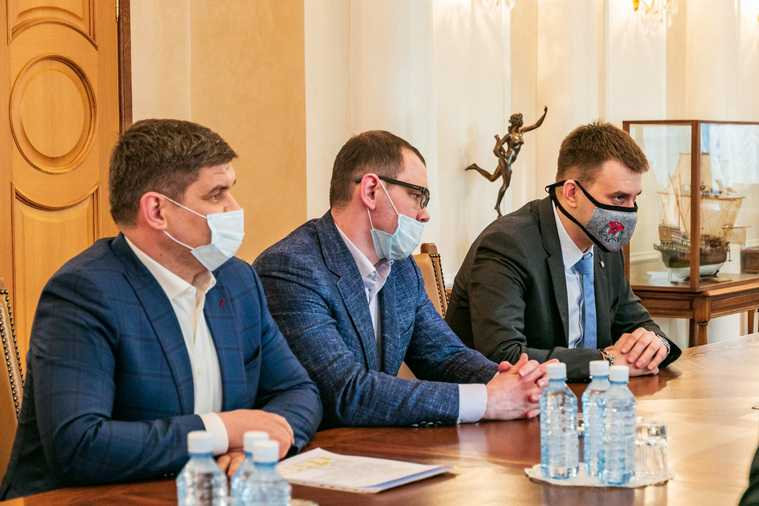Главный по боксу в России сделал предложение Куйвашеву. Фото