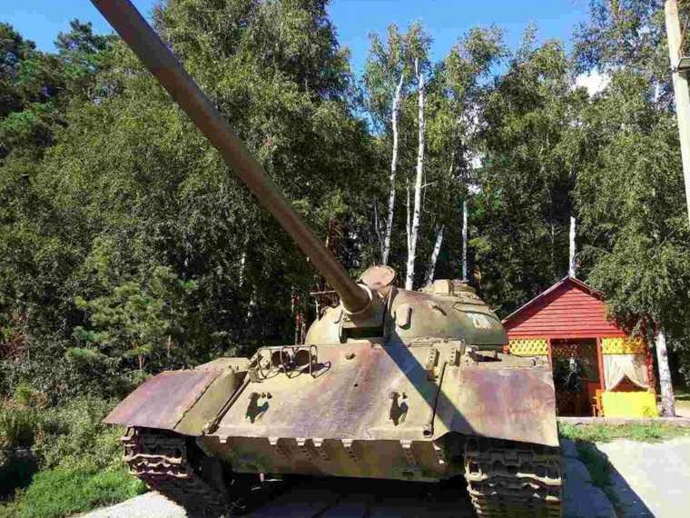 Тюменцы купили танк, который стоял возле курганского кафе. Фото