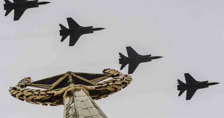 9 мая парад победы военная техника танки бмп самолеты