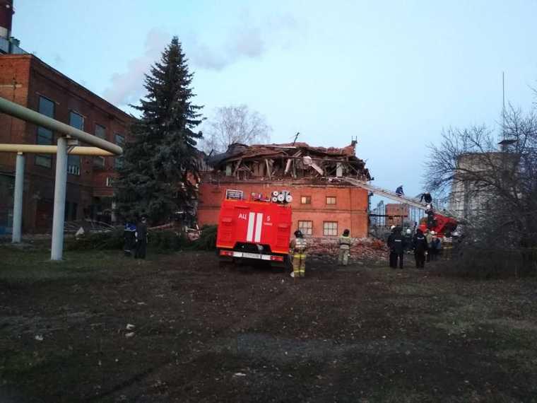 В Тамбове из-под завалов разрушенной ТЭЦ извлекли четырех человек