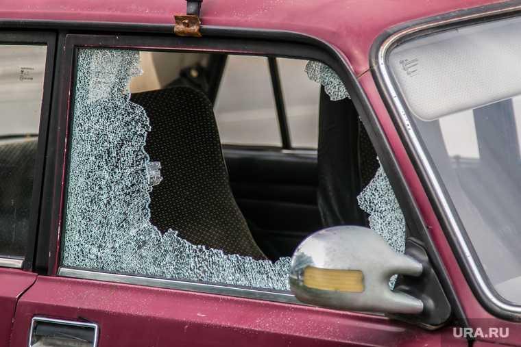 Под Екатеринбургом неизвестный расстреливает автомобили