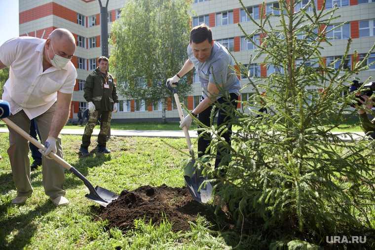 Субботник на территории детской больницы №9. Екатеринбург
