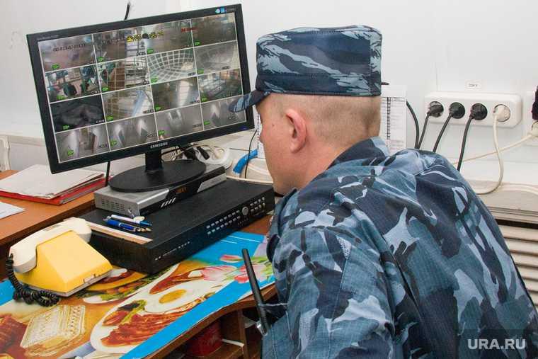новости хмао спящий охранник стрельба в казани фейковая новость власти хмао администрация оправдалась спит на рабочем месте