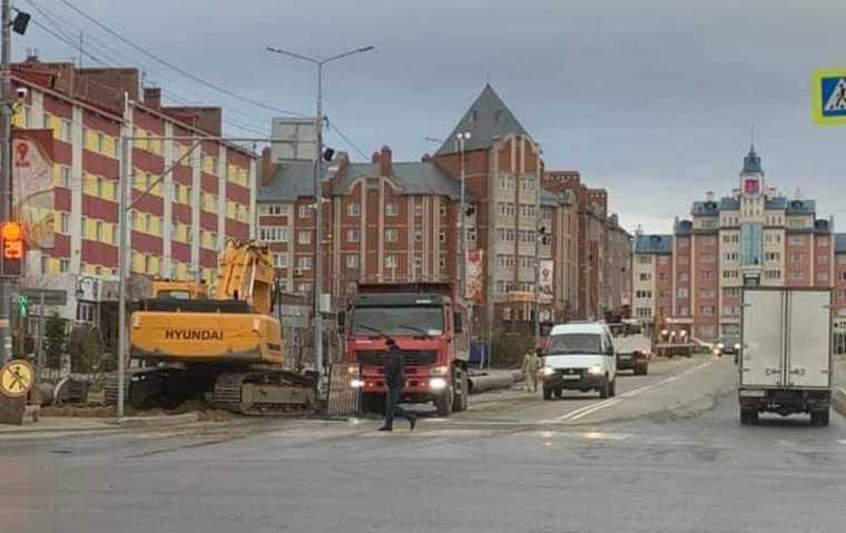 Мэрия Салехарда назвала причину ремонта нового тротуара. Фото