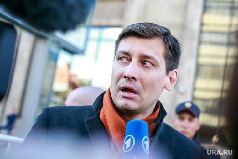 Политика Дмитрия Гудкова задержали