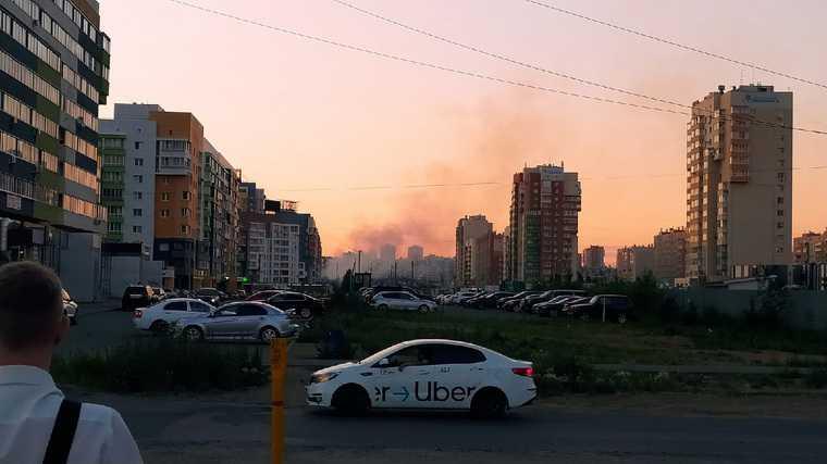 В Челябинске горит площадка под будущим аквапарком. Фото, видео