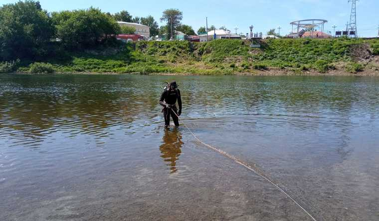 В Пермском крае спасатели достали из воды тела мужчины и женщины. Фото
