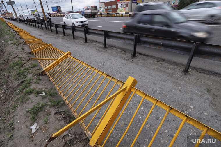 Упавший забор на Некрасовском мосту. Курган